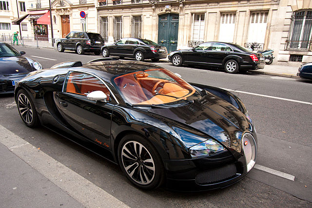 640px-Bugatti_Veyron_sang_noir