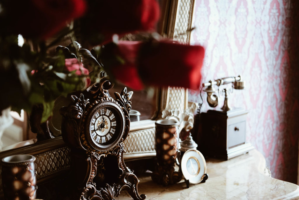 We provide loans on and pawn against antiques & Collectibles